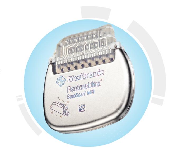 Pacemakeren er på størrelse med en tændstiksæske. Den giver strøm til elektroden og den styrer programmerne for elektroden. Den genoplades igennem huden.